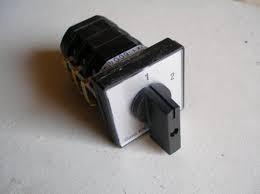 KK1-32-6004 átkapcsoló 1-2 állású 32A 3p installációs szekrénybe építhető kivitel