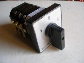 KK1-32-6006 átkapcsoló 1-0-2 állású 32A 3p installációs szekrénybe építhető kivitel